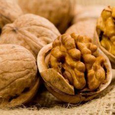 Эпиляция грецкими орехами