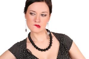 Женщина сердится