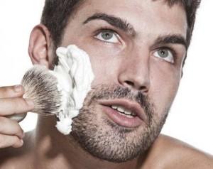 Нанесение пены для бритья