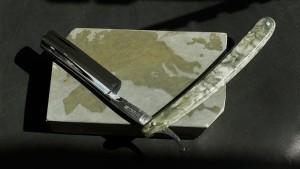 Заточка опасной бритвы о камень