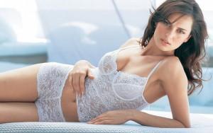 Женщина в кружевном белье