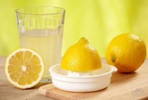 Выжимание сока из лимона